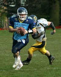 QB #14 Dax Michelena Rolls out  away from the Valencia Defense.jpg (c) Coventry Jets